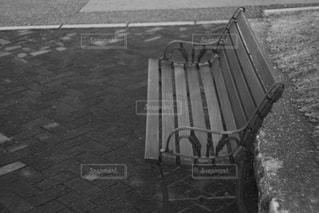 ある公園のベンチの写真・画像素材[2915074]