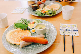 食べ物,食事,ランチ,テーブル,トマト,皿,サラダ,昼食,料理,Snapmart,大皿,PR,ジョンソンヴィル