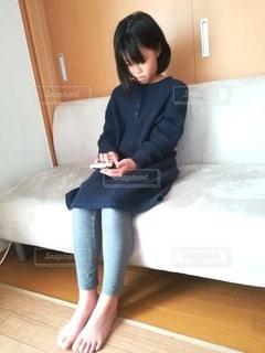 ゲームをする小学生の写真・画像素材[3118801]