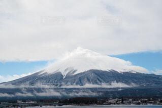 冬の富士山と傘雲の写真・画像素材[4140336]