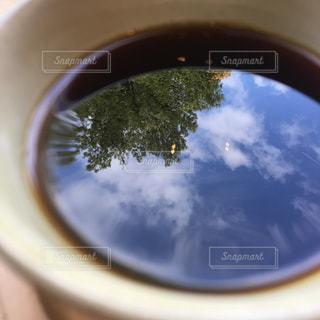 コーヒーカップの中の小さな世界の写真・画像素材[2920940]