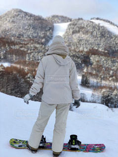 女性,1人,アウトドア,冬,スポーツ,雪,白,人物,スキー,スノボ,ゲレンデ,スノボー,レジャー,ホワイト,スノーボード