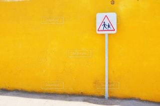 黄色い壁の写真・画像素材[2999039]