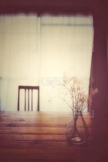 夕暮れ時の部屋の写真・画像素材[2999052]