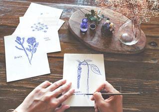 絵を描くの写真・画像素材[3300150]