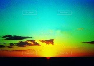 夕暮れ時の地平線の写真・画像素材[3394470]
