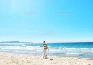 浜辺でダンスの写真・画像素材[3555108]