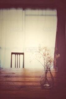 夕暮れ時の部屋の写真・画像素材[3901239]