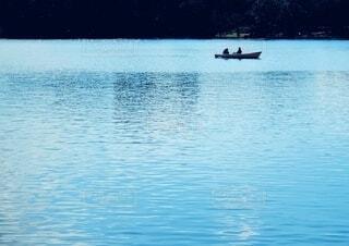 手漕ぎボードにのるふたりの写真・画像素材[4136039]