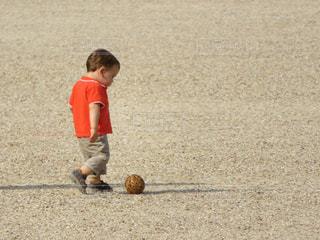 子ども,1人,ボール,幼児,遊び,寂しい,ひと