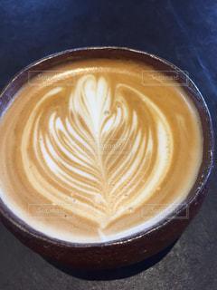 テーブルの上でコーヒーを一杯の写真・画像素材[2925842]