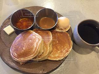 パンケーキとコーヒーの写真・画像素材[2925864]