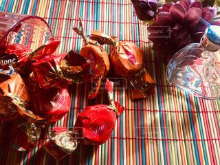 テーブルの上のチョコレートの写真・画像素材[2947268]