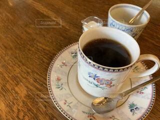カフェ,コーヒー,テーブル,スプーン,リラックス,マグカップ,食器,カップ,エスプレッソ,珈琲,おうちカフェ,ミルク,ドリンク,おうち,ライフスタイル,砂糖,カフェイン,飲料,ブラックコーヒー,シュガー,アメリカーノ,インスタントコーヒー,食器類,コーヒー カップ,おうち時間,受け皿