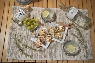 食べ物,屋内,ランタン,ライム,料理,おつまみ,クラフトジン,おうちキャンプ,香の森,ハーブのお酒,香の雫