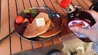 食べ物,食事,朝食,フード,パン,果物,おやつ,ホットケーキ,料理,朝ごはん,木目,飲食,キャンプ飯,メイプルシロップ