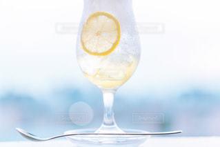 飲み物,インテリア,水,氷,ガラス,コップ,食器,ドリンク,クリームソーダ,ライフスタイル