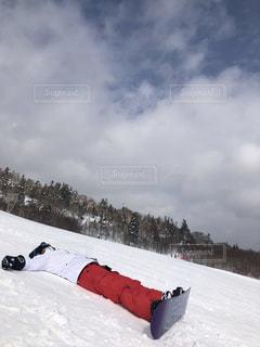 男性,1人,アウトドア,スポーツ,雪,山,人物,ゲレンデ,レジャー,スキー場,スノーボード,斜面,大地のパワーを感じて