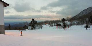 自然,アウトドア,空,スポーツ,雪,夕暮れ,人物,スキー,ゲレンデ,レジャー,ナイター,スキー場,トワイライト,スノーボード