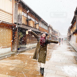 吹雪を楽しむ人の写真・画像素材[2937493]