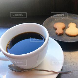 食べ物,カフェ,コーヒー,朝食,テーブル,皿,リラックス,マグカップ,食器,クッキー,カップ,紅茶,おうちカフェ,ドリンク,おうち,ライフスタイル,カフェイン,飲料,ブラック,ペストリー,おうち時間,受け皿