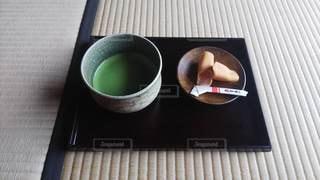 畳の上の和菓子の写真・画像素材[2969124]