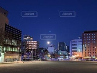 夜の街の眺めの写真・画像素材[2983216]