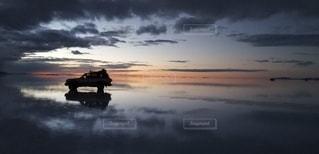 🚙ウユニ塩湖と車🚙の写真・画像素材[3008442]