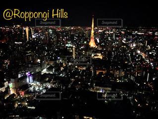 夜に明るくした街の写真・画像素材[3000011]