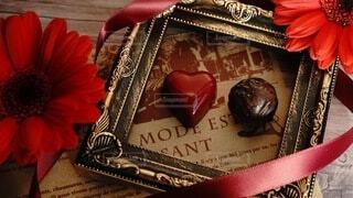 赤いバレンタインチョコレートの写真・画像素材[4205021]