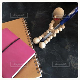 お気に入りのペンと手帳の写真・画像素材[3005827]