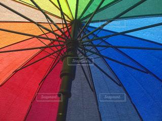 開いている傘の写真・画像素材[815990]