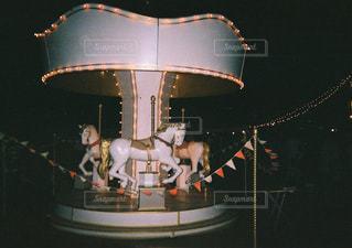 夜のメリーゴーランドの写真・画像素材[1254848]