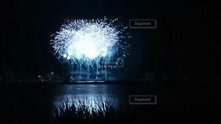 空の花火の写真・画像素材[3641881]