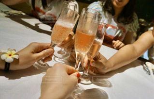 友だち,飲み物,ディナー,人物,イベント,グラス,乾杯,ドリンク,女子会,パーティー,女子旅,仲間,手元