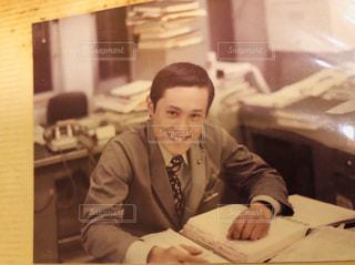 レトロな父親の笑顔の写真・画像素材[2962912]