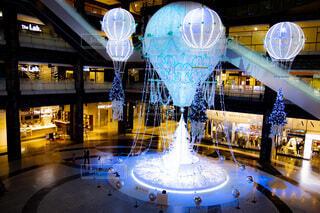 冬,夜景,屋内,青,気球,風船,イルミネーション,ライトアップ,丸,装飾,明るい,デート,ショッピング,グランフロント,グランフロント大阪,クリスマス ツリー