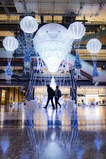 冬,夜景,屋内,青,気球,風船,シルエット,イルミネーション,ライトアップ,丸,装飾,デート,友達,ショッピング,グランフロント,グランフロント大阪,クリスマス ツリー