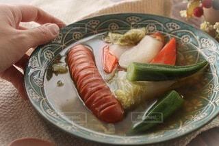 食べ物,食事,屋内,手,テーブル,野菜,スープ,朝ごはん,美味しい,モーニング,窓際,手作り,ソーセージ,ブランチ,おうち,食材,おしゃれ,PR,ジョンソンヴィル