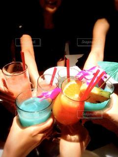 飲み物,お酒,ジュース,人物,イベント,グラス,カクテル,乾杯,ドリンク,パーティー,ハワイアン,手元