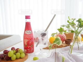 食べ物,お酒,屋内,テーブル,果物,野菜,皿,レモン,ボトル,ハーブ,ドリンク,アンバサダー