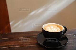 一杯のカフェラテの写真・画像素材[3025055]