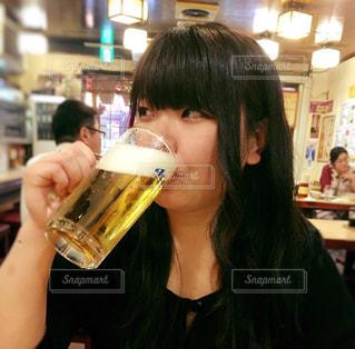 女性,屋内,人,ビール,居酒屋,飲料