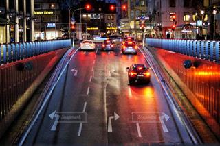 夜の交通で満たされた通りの写真・画像素材[3020841]