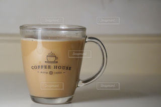 コーヒーを一杯飲みながらの写真・画像素材[3026470]