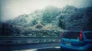 高速道路からの雪景色の写真・画像素材[3027421]