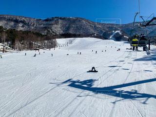 雪晴天のゲレンデの写真・画像素材[2985397]