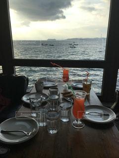 友だち,空,海岸,テーブル,食器,ドリンク,眺め,中国のお洒落なカフェ