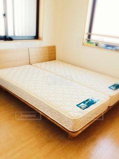 寝室のダブルベッドの写真・画像素材[2998750]