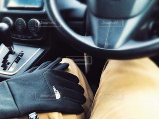 冬の車内は寒いの写真・画像素材[3001679]